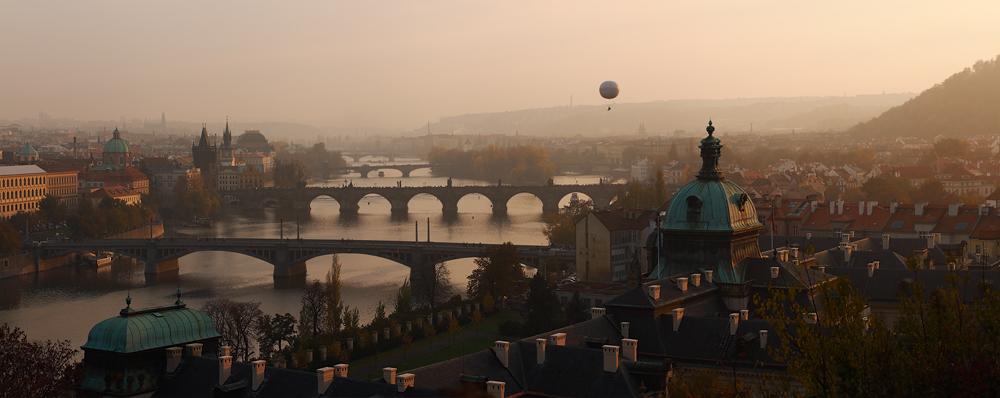 Balón nad Prahou