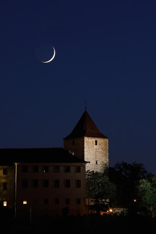 Měsíc nad Černou věží