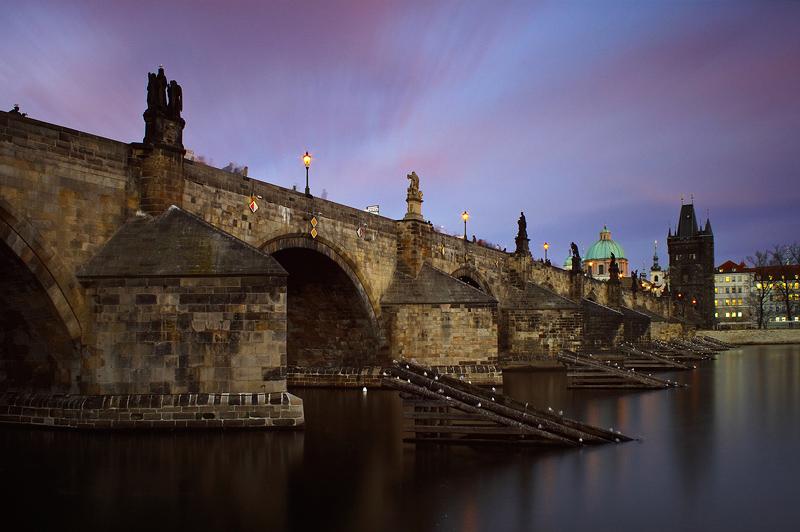 Červánky nad Karlovým mostem