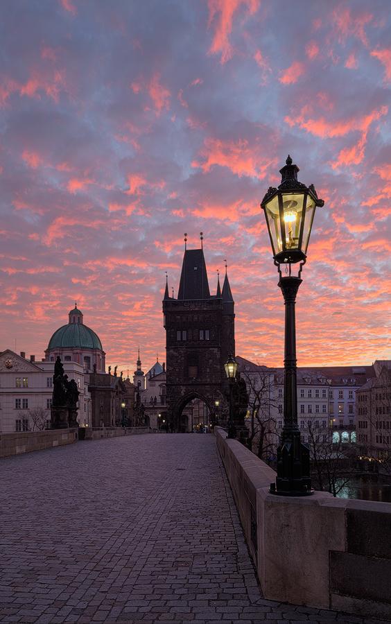 Karlův most - červené mraky
