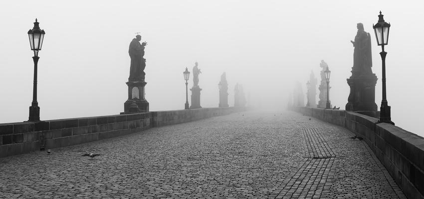 Karlův most - mlžná samota
