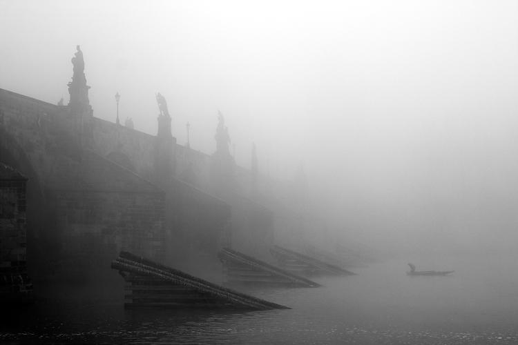 Karlův most s rybářem