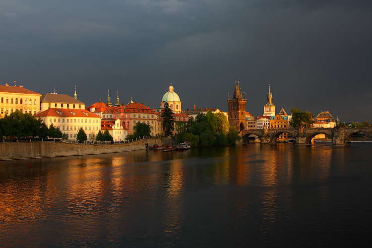 Karlův most - Zlaté nábřeží
