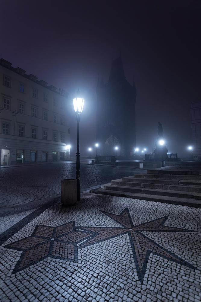 Křížovnické náměstí v mlze