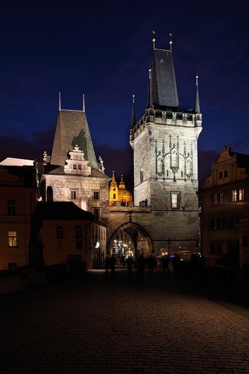 Malostranská věž v noci
