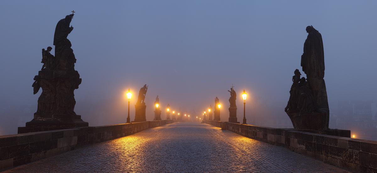 Mlžná noc na mostě