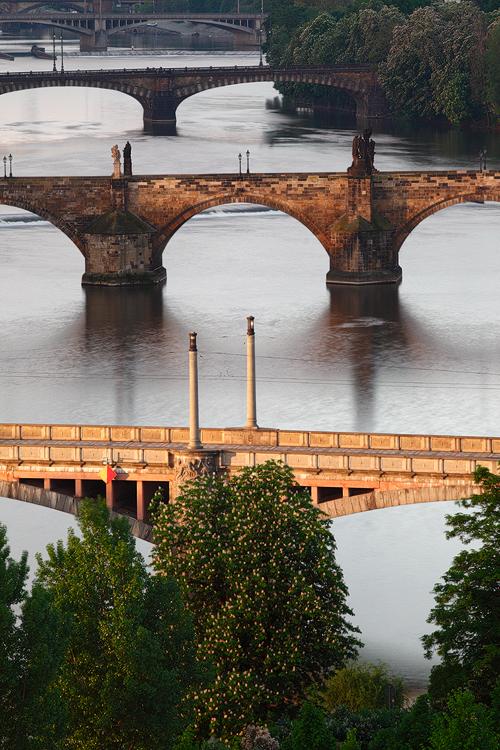 Nasvícený Mánesův most