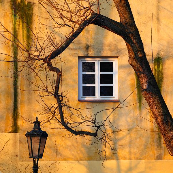 Okno na Malé Straně