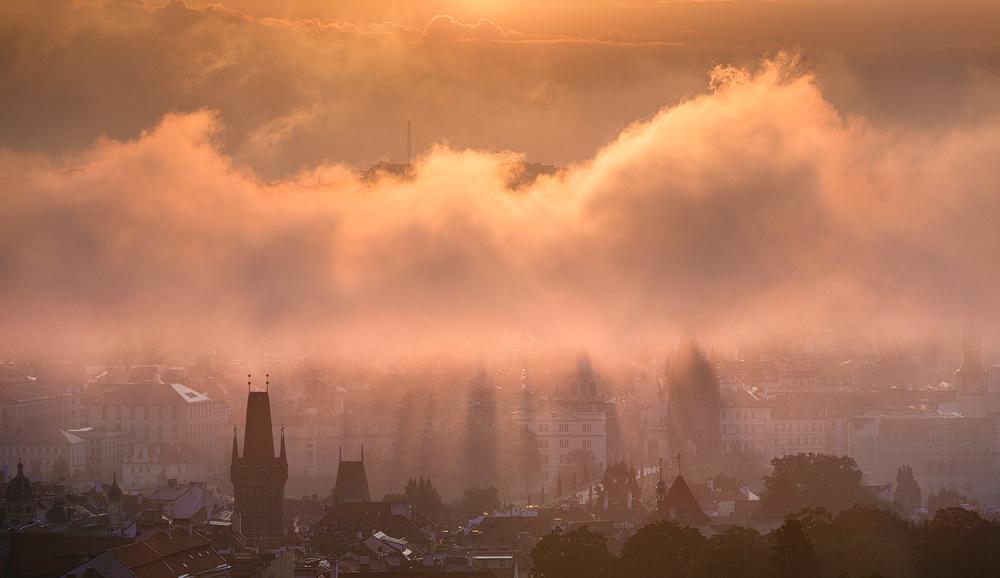 Praha pod mlhou
