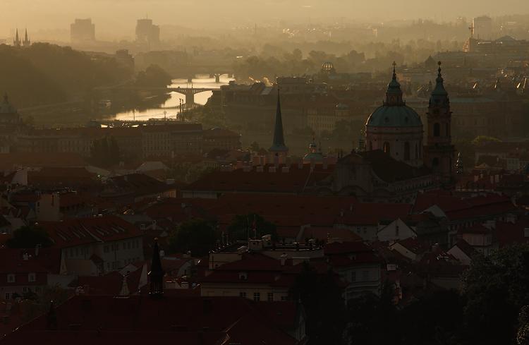 Praha v oparu
