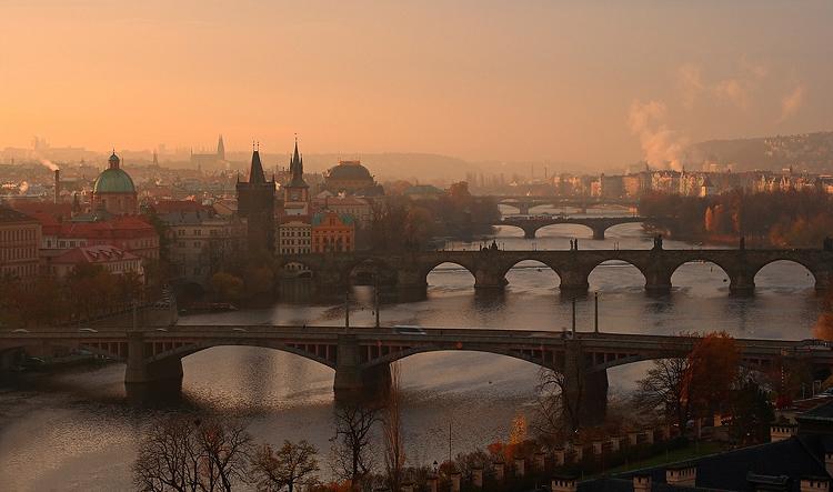 Pražské podzimní mosty