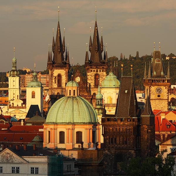 Pražské věže v posledním světle