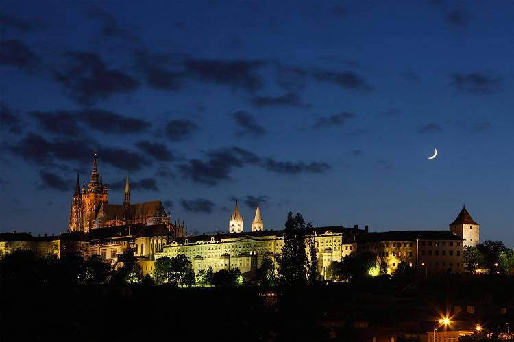Pražský hrad - měsíc