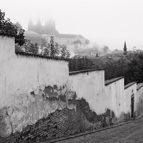 Pražský hrad v mlze