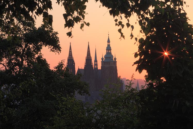 Průhled na Pražský hrad