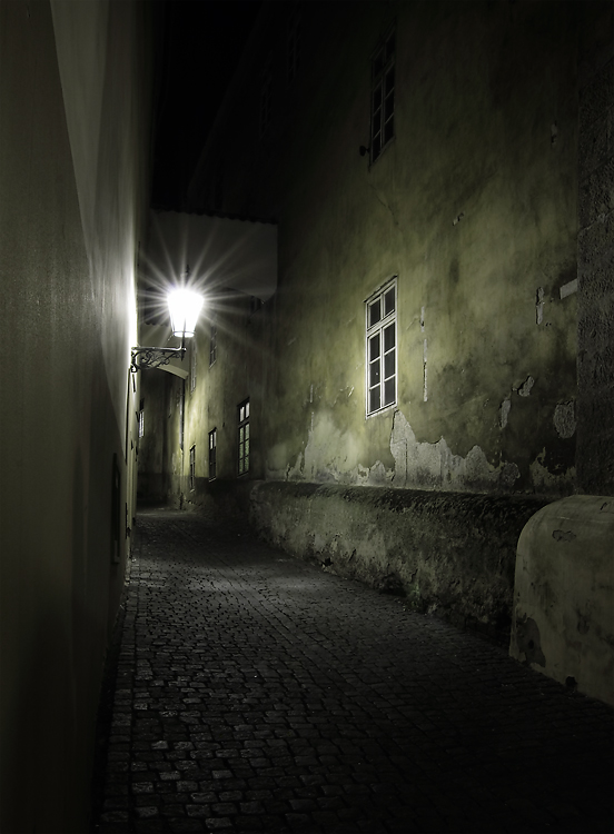 Thunovská ulice v noci