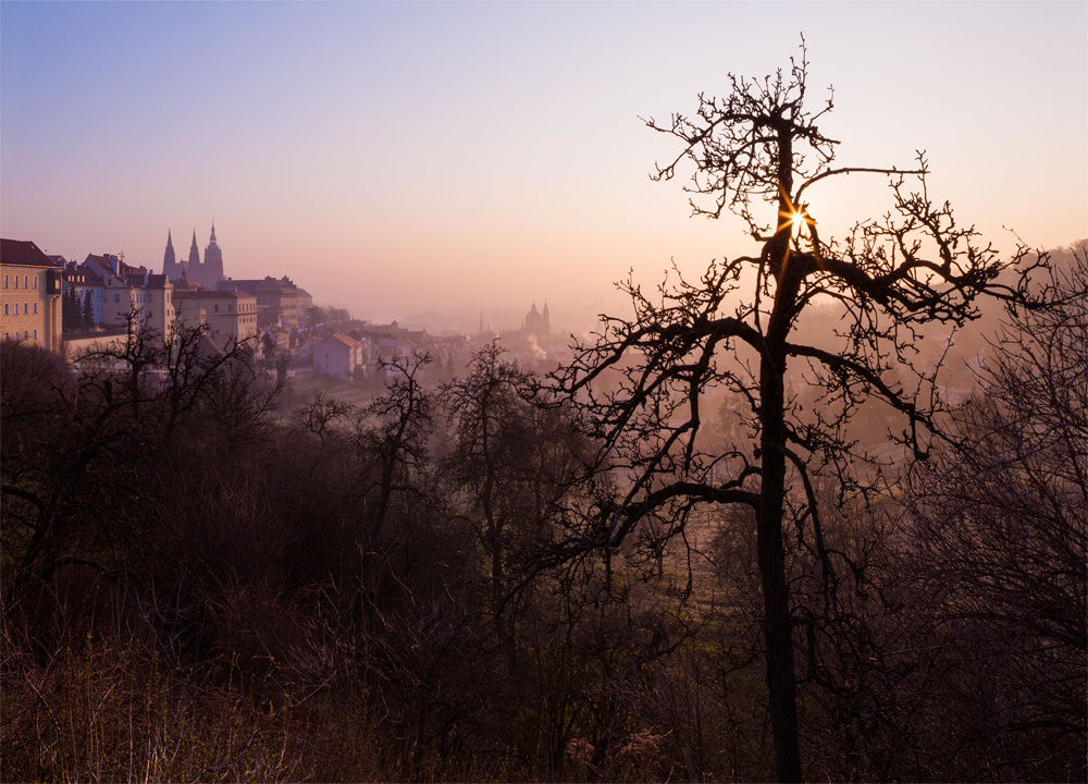 Úsvit nad pražskou kotlinou