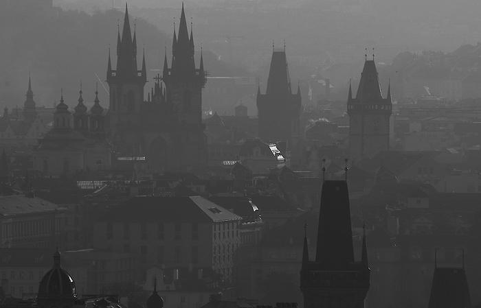 Praha utopená ve světle