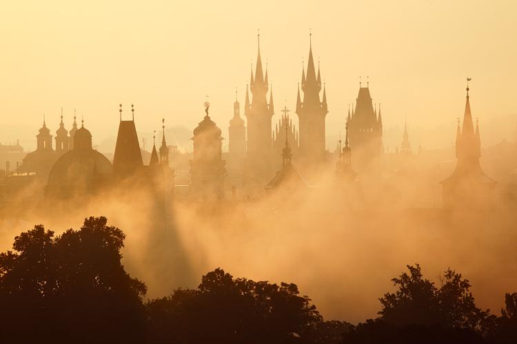 Věže v mlze